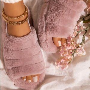Faux Fur slipper sandals with elastic strap